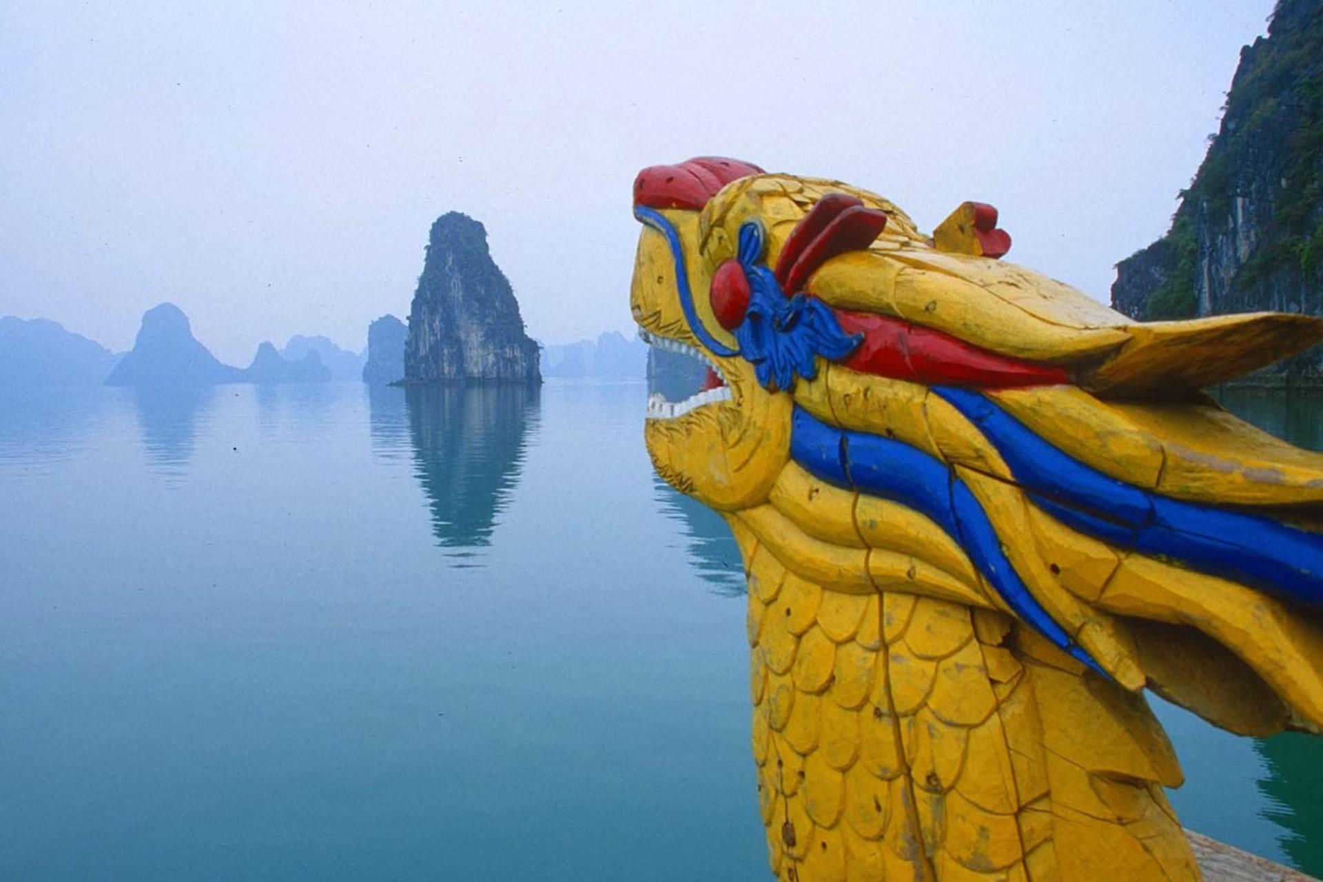166-1668866_halong-bay-vietnam-vietnam-famous-tourist-spots.jpg