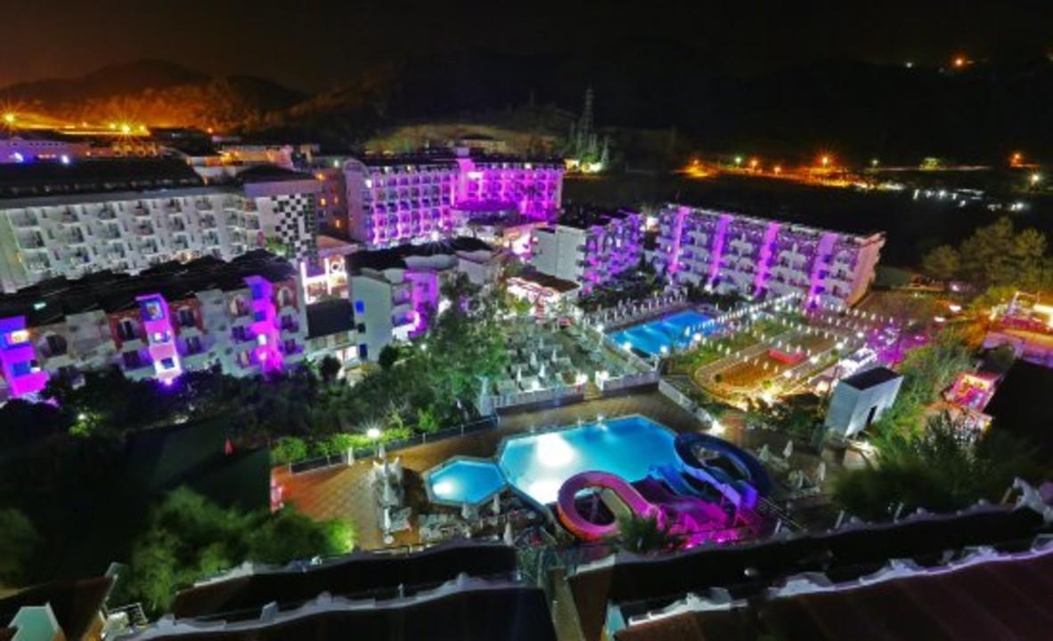 club-hotel-anjeliq.jpg