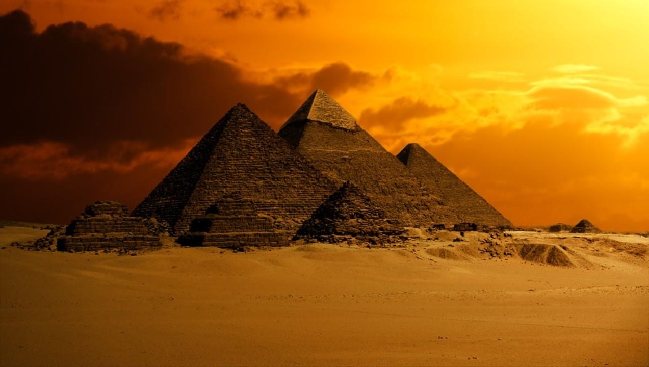pyramid-2675466_960_720.jpg