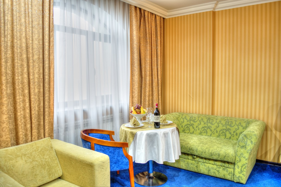 King_Hotel_bisnes1.jpg