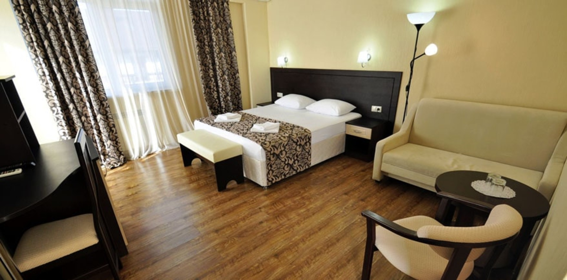 room-lgg5-min.jpg