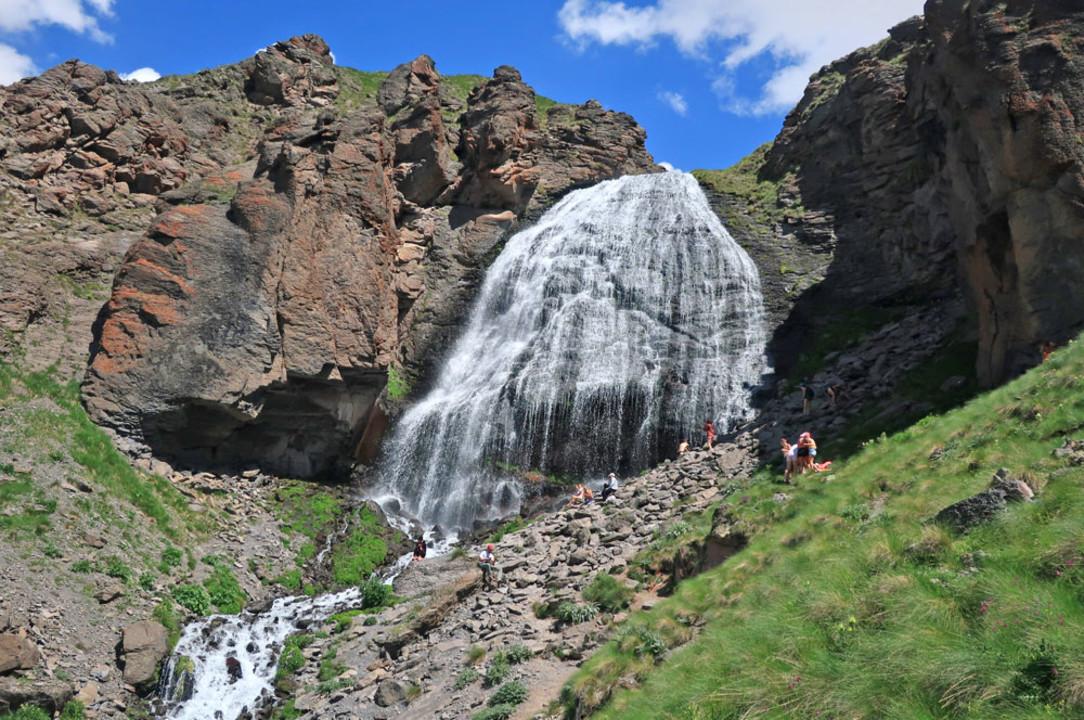 119-prielbrusie-prielbrusie-terskol-vodopad-devicii-kosy.jpg