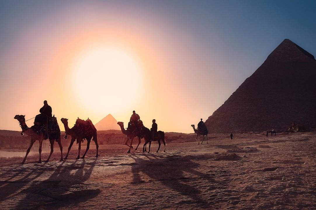 pyramids-3753769_960_720.jpg