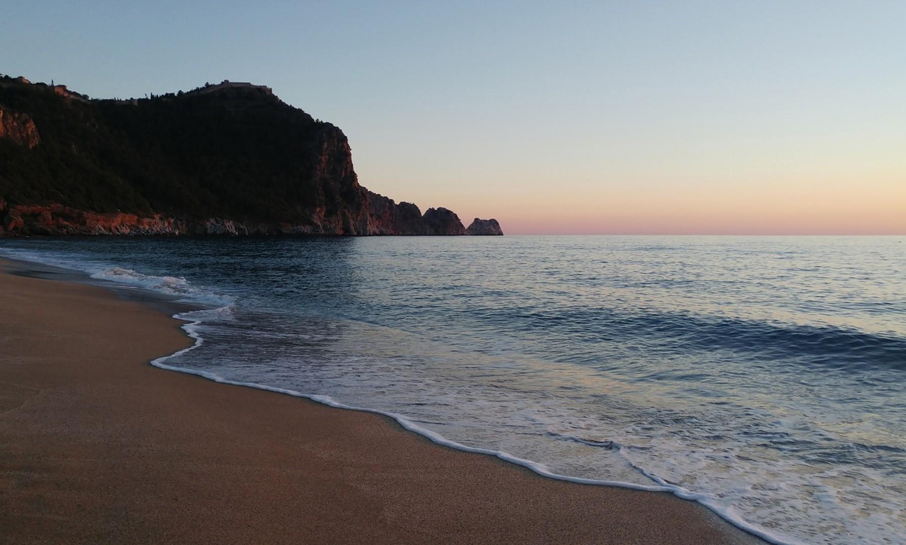 beach-2357321_1280.jpg