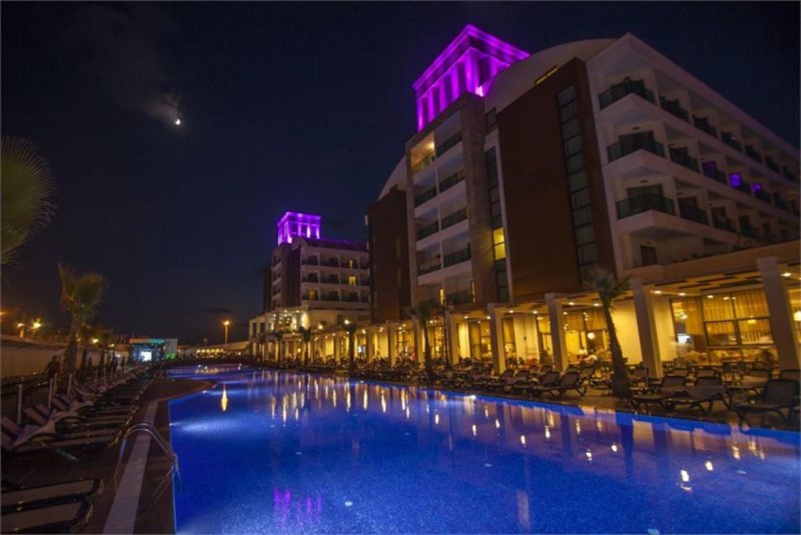 фото отеля вечером.jpg