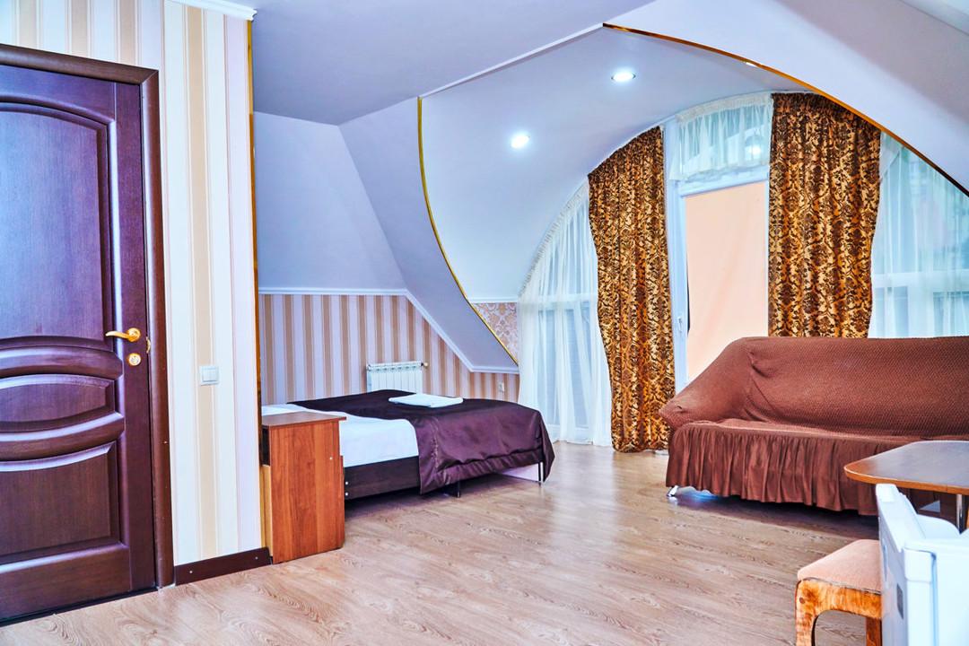 Golden_House_studio6.jpg