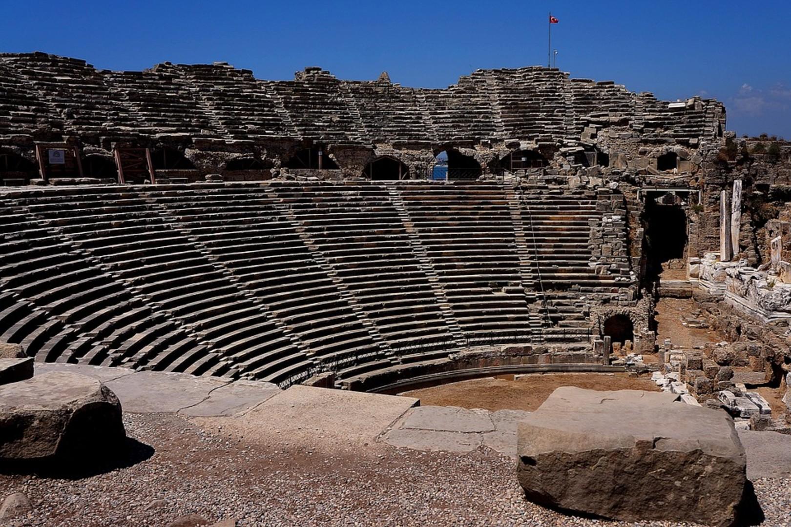 amphitheater-1833892_960_720.jpg