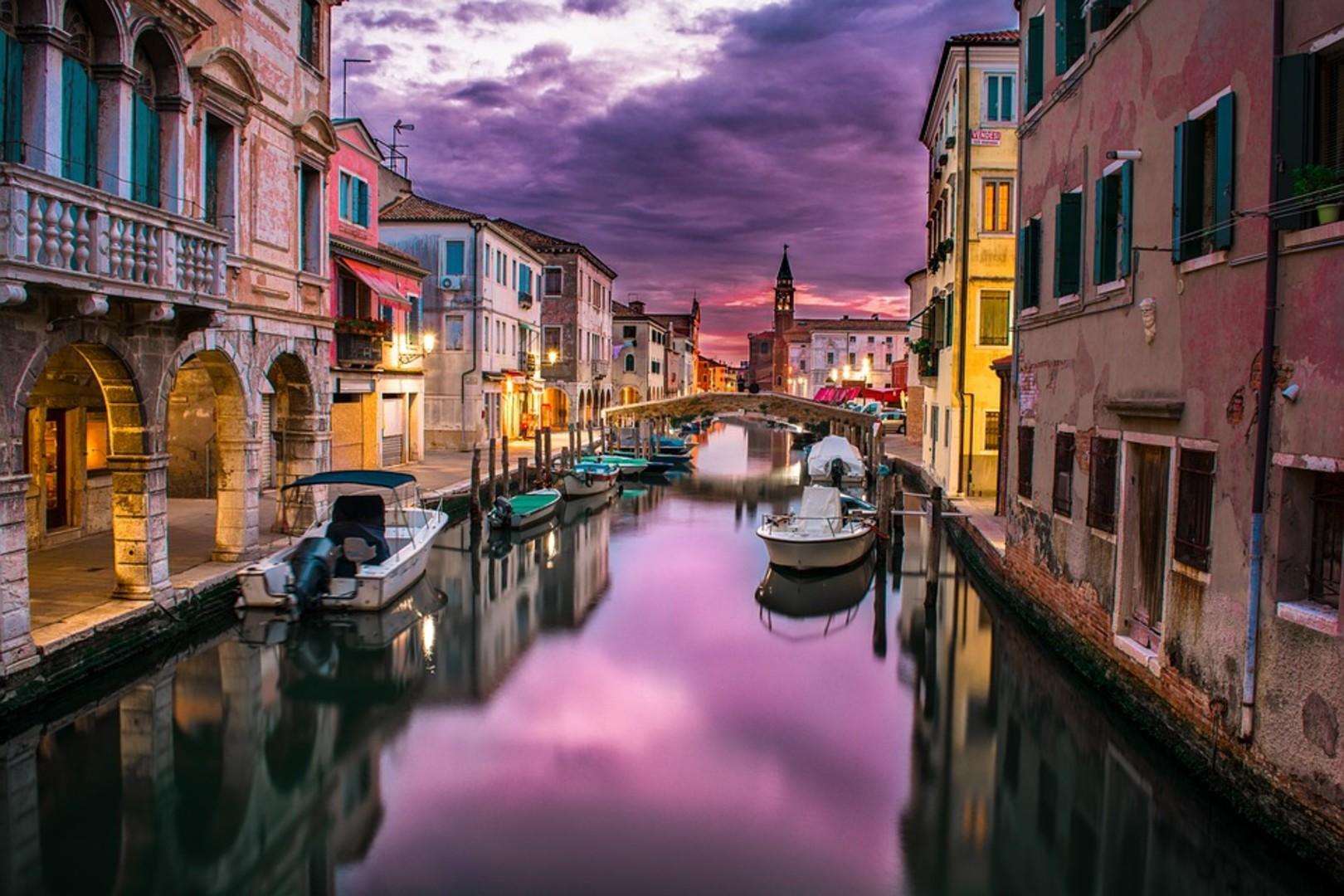 canal-1209808_960_720.jpg