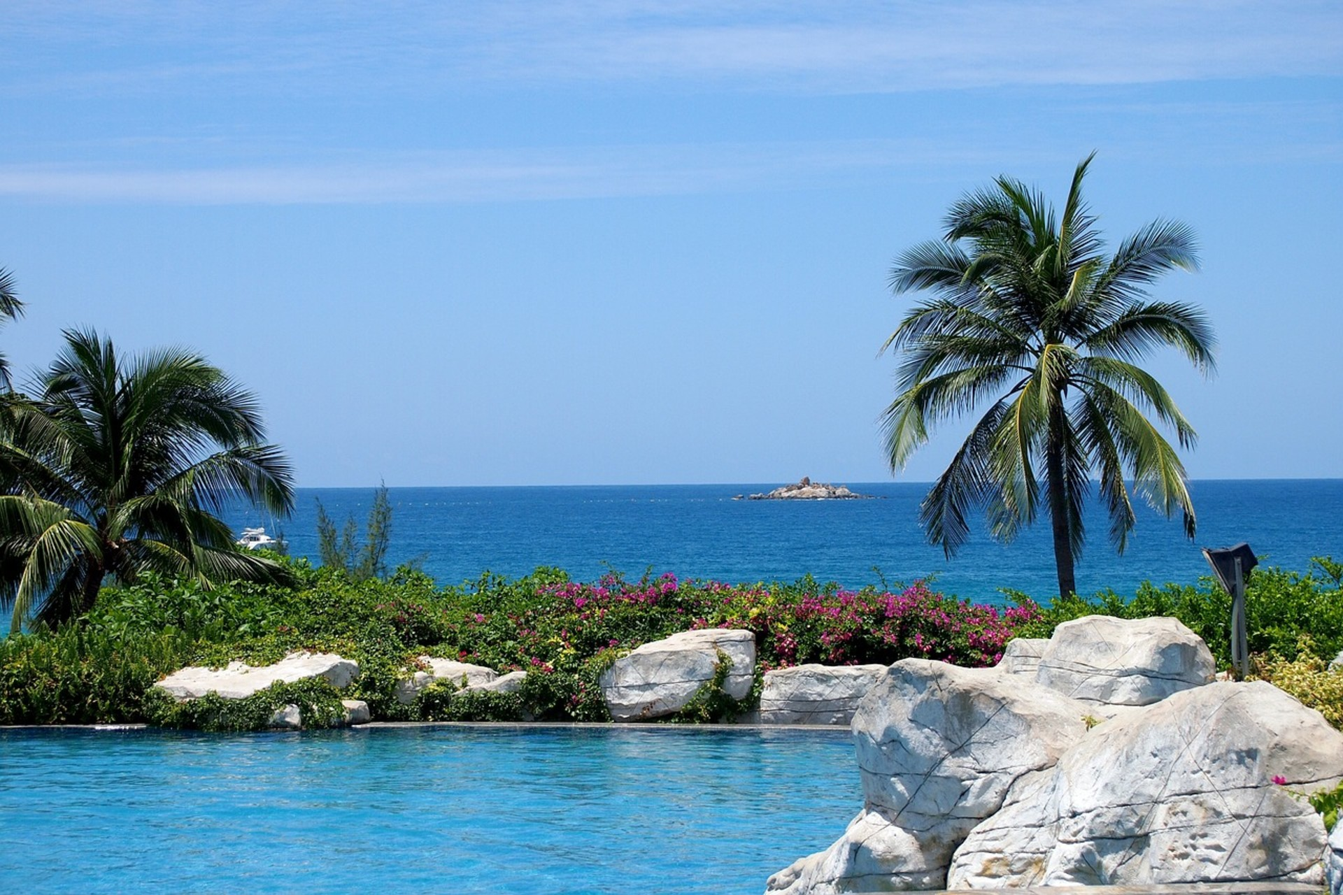 swimming-pool-2801498_1280.jpg