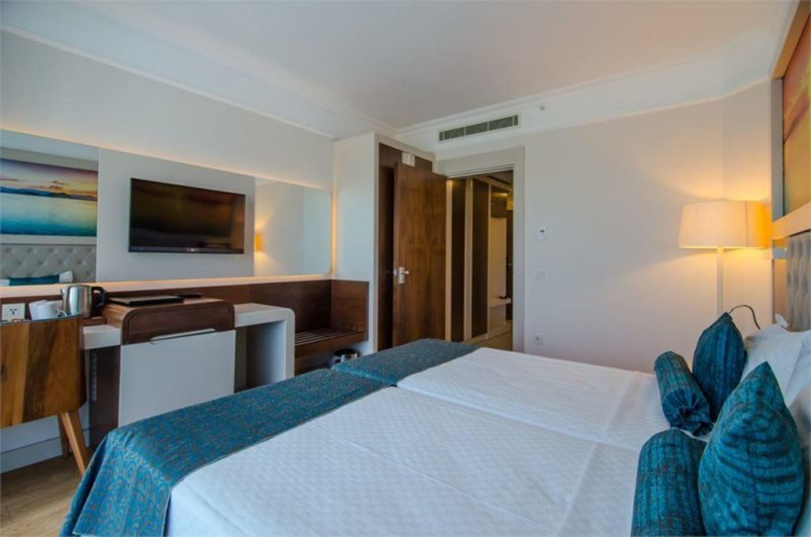 the-lumos-deluxe-resort-hotel-spa-228.jpg