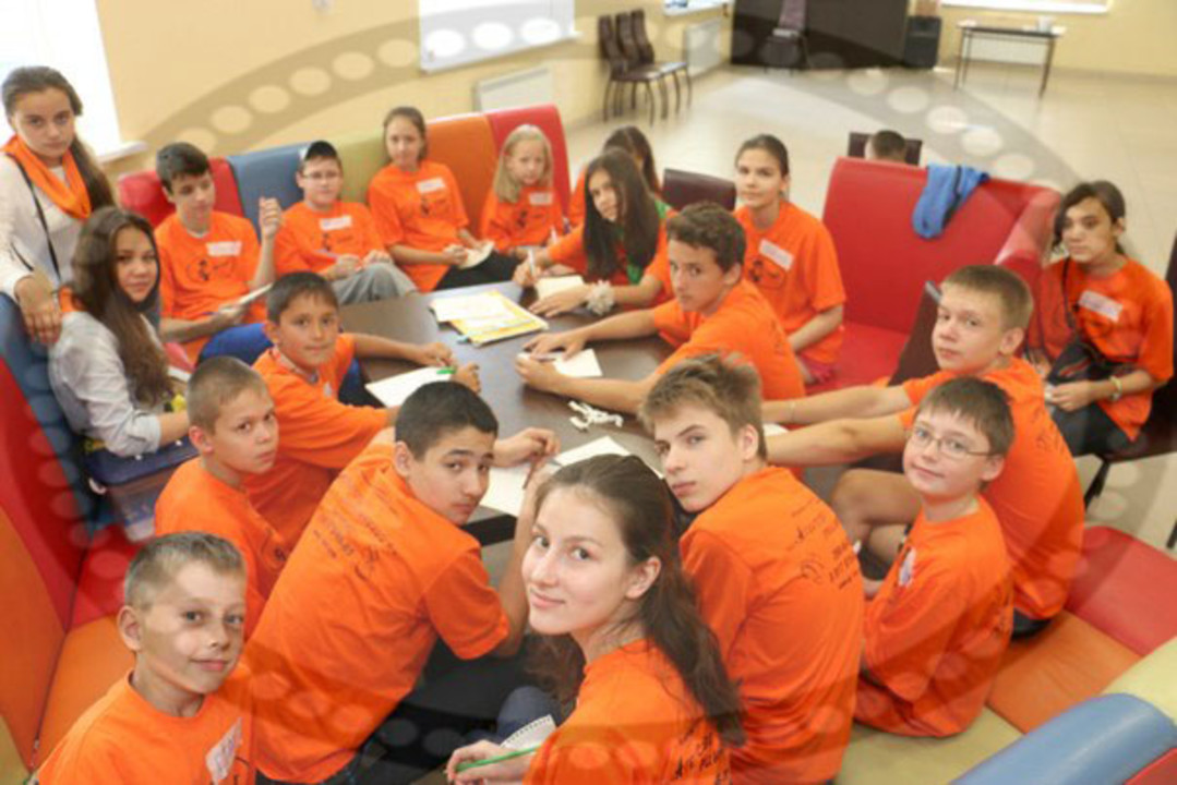 дети лагерь эрудит на мастер классе.jpg
