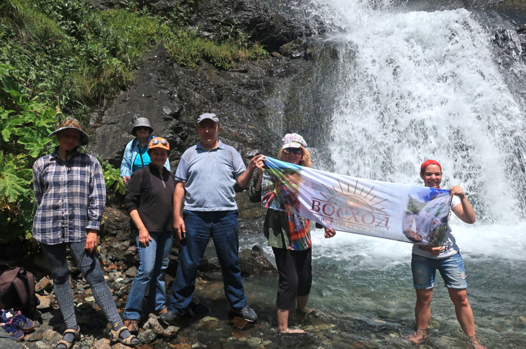353-vodopad-zhemchuzny-galdaridon.jpg