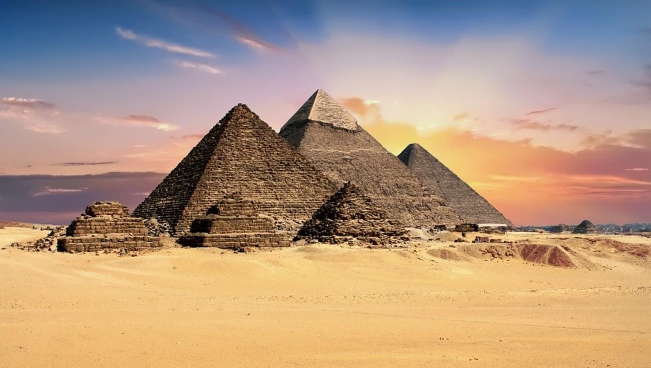 pyramids-2159286_960_720.jpg